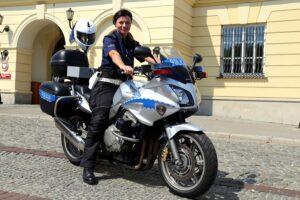 policjantka_na_motocyklu