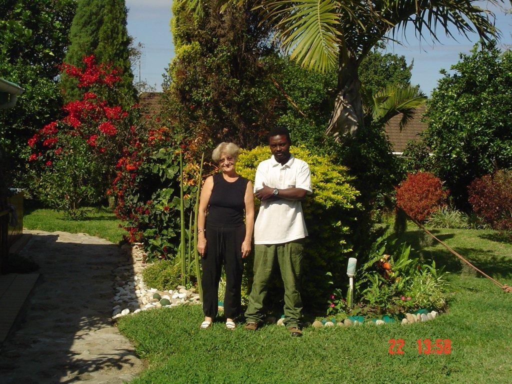 Pani Elżbieta Kania z ogrodnikiem w RPA