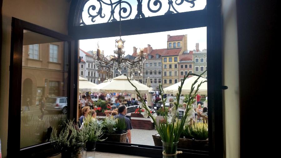 okno_kawiarni